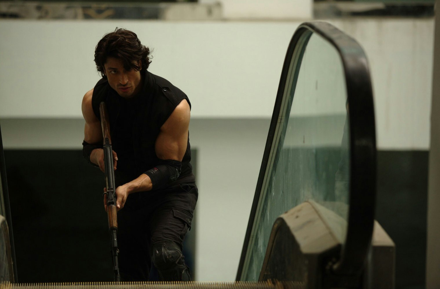 "Commando 2 Wallpaper: Bollywood Film Review ""Commando 2"" ← One Film Fan"